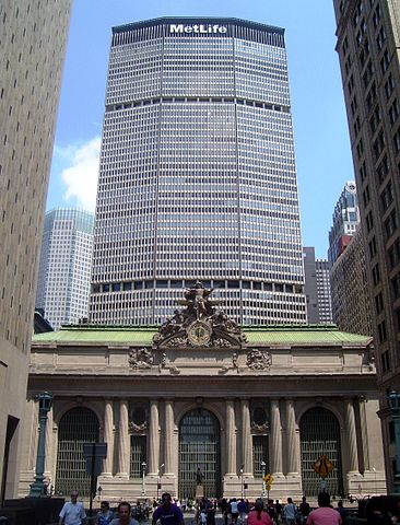 366px-Grand_Central_Terminal_MetLife_Building_Park_Ave_viaduct_Summer_Streets